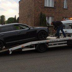 przewóz zepsutego Audi A6 kombi do warsztatu na autolawecie Renault Master