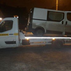 transport bus'a Renault Trafic Passenger na autolawecie