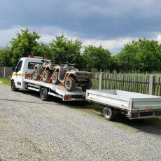 transport dwóch quadów na autolawecie Renault Master
