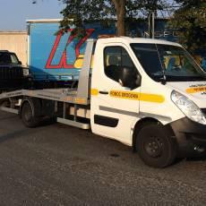 transport samochodu terenowego na lawecie przez autolawetę Renault Master