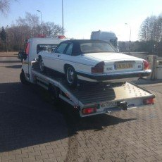 Jaguar xjsc transportowany do nowego nabywcy
